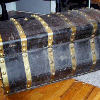 Antique Jenny Lind leather trunk - Furniture