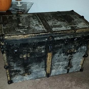 Steamer trunk/ big treasure chest - Furniture