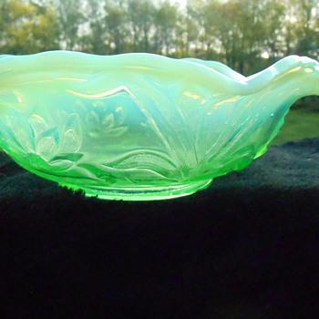 Fenton Opalescent Vaseline Bowl