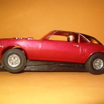 REVELL 1/32 67 FIREBIRD MAROON WHEELIE CHASSIS - Model Cars