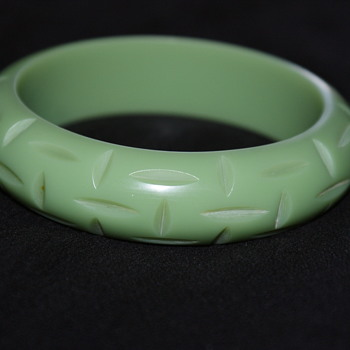 Vintage Carved Bakelite Bangle - Costume Jewelry