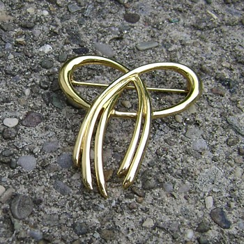 Vintage Trifari Bow Brooch - Costume Jewelry