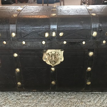Antique leather trunk - Furniture