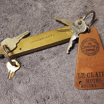 old employee's keys to the TOP HAT kitchen of the LeCLAIRE HOTEL, Moline IL - Tools and Hardware