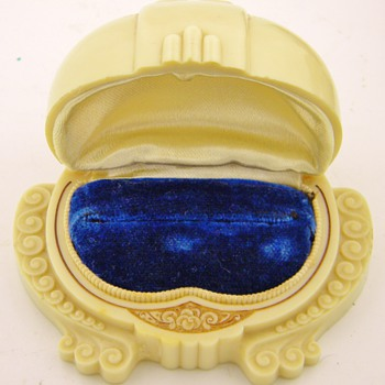 Vintage Deco Celluloid Velvet Clamshell Ring Box - Fine Jewelry