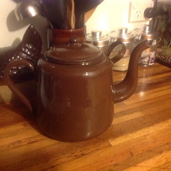 Our favourite enamel kettle. Who can tell me something about it?