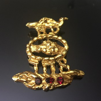 Weird brooch pendent  - Costume Jewelry