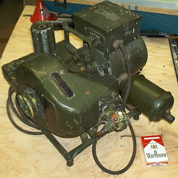 WWII backpack DC generator - Military and Wartime