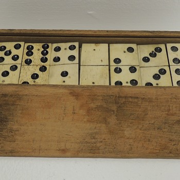 DOMINOES - Handmade Early American Set In Handmade Wooden Box - 1770-1820 - Games