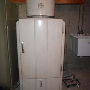 Old Refrigerator - Kitchen