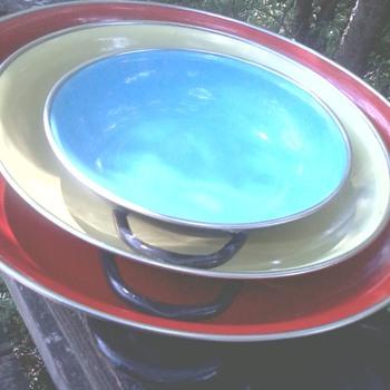 Metal trays/dishes - vintage? era? - Kitchen