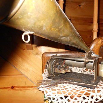 Bumblebee phonograph  - Records