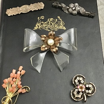 Various older brooches - Costume Jewelry