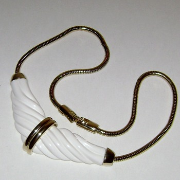 Vintage Lucite Pendant Necklace - Costume Jewelry