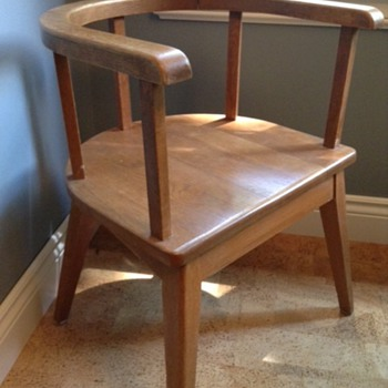 What style dining chair is this?