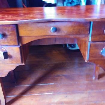 Primitive writing desk - Furniture