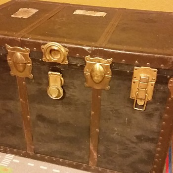 Trunk received as a gift - Furniture