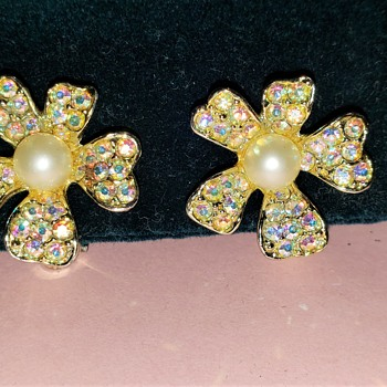 Crystal and Faux Pearl Flower Clip Ons  - 1940's - Costume Jewelry