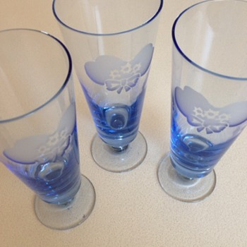 Blue Glasses with etched flower/bow - Glassware