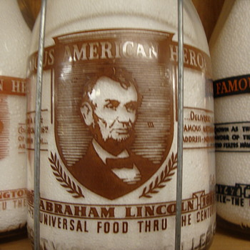 "PEERLESS QUALITY PRODUCTS (ILLINOIS) ""ABRAHAM LINCOLN...FAMOUS AMERICAN HEROES"" CREAM TOP MILK BOTTLE - Bottles"