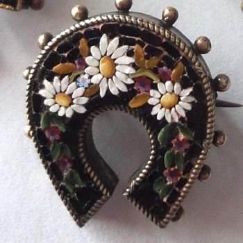 Antique Micro Mosaic horseshoe flower brooch - Fine Jewelry