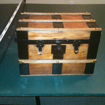 Small saleman's sampler - Furniture