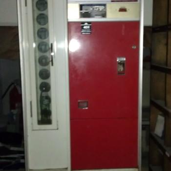 Coca Cola Machine (Vintage?) - Coca-Cola