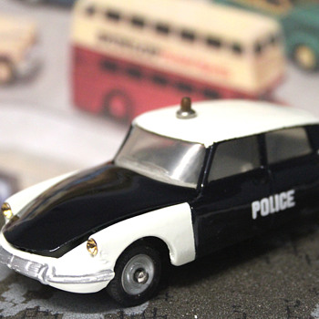 Dinky Toys DS 19 Police - Model Cars