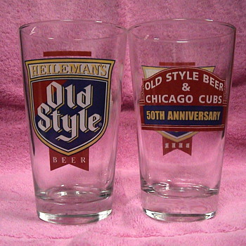 Chicago Cubs Pint Glass by Old Style Beer - Baseball