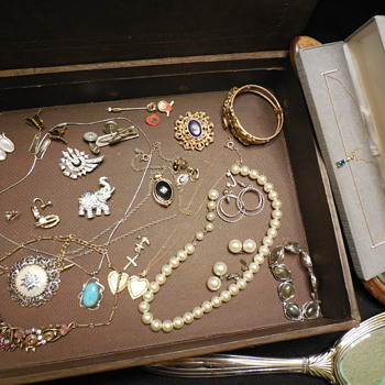 A Treasure Chest Found...Close-Ups! :^) - Costume Jewelry