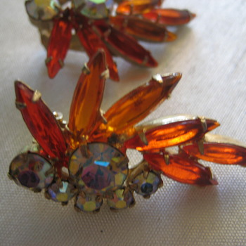 Vintage clip on earrings - Costume Jewelry