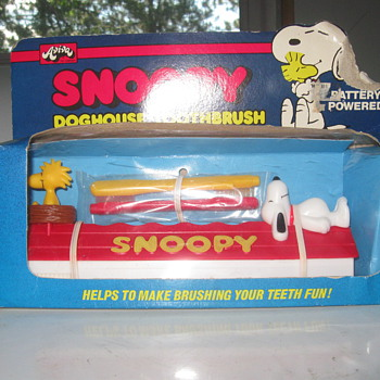 Vintage Snoopy Toothbrush in original unopened box - Advertising
