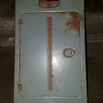 CUTLER-HAMMER household fuse box - Electronics