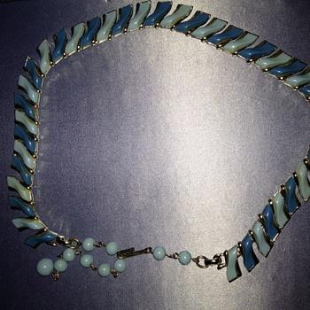 Two tone blue vintage necklace