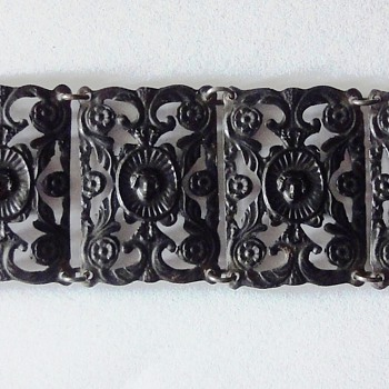 BERLIN IRON BRACELET WITH CAMEO CLASP LATE 1700's EARLY 1800's - Fine Jewelry