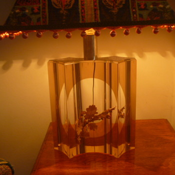LUCITE TABLE LAMP - Lamps