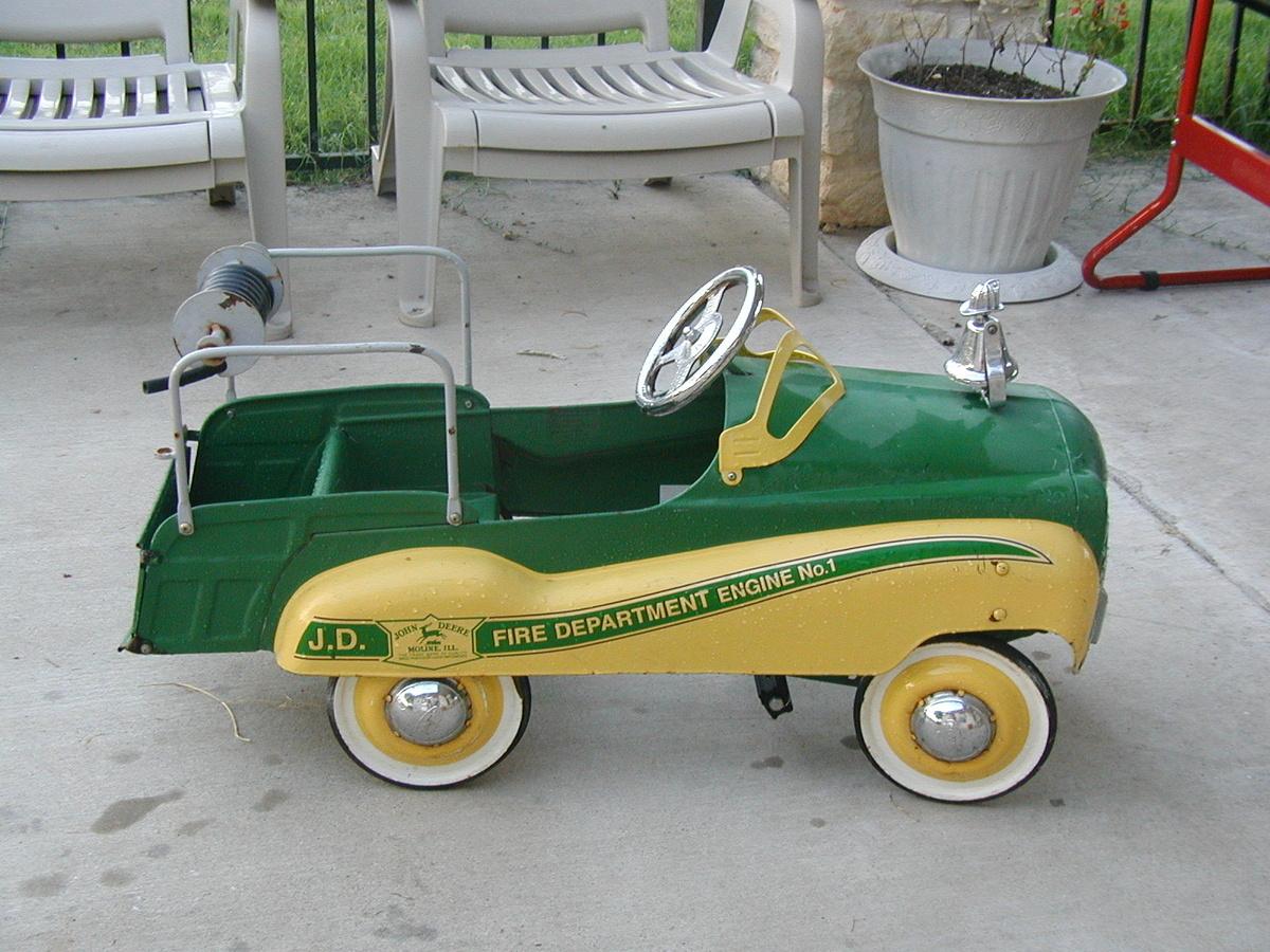 john deere antique fire truck collectors weekly. Black Bedroom Furniture Sets. Home Design Ideas