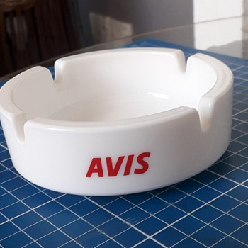 Avis milk-glass ashtray - Advertising