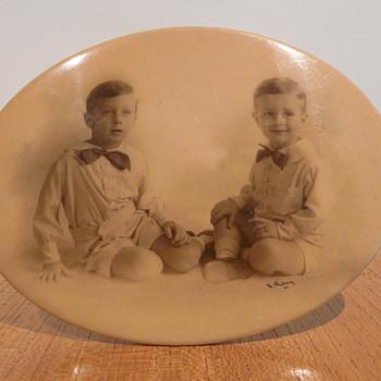 CELLULOID PHOTO FRAME TIN BACKED - Photographs