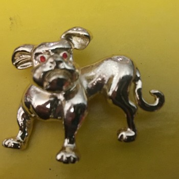 Dog brooch - Costume Jewelry