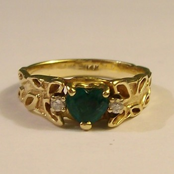 "Beautiful ""Heart Shaped"" Emerald With 2 Diamonds in 14k Mid 1940's - Fine Jewelry"