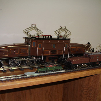 Mixed scale train engines and rolling stock - Model Trains