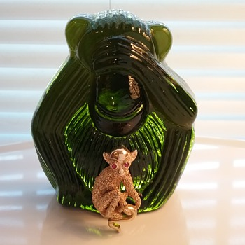 Trifari monkey brooch, Viking Glass monkey paperweight  - Art Glass