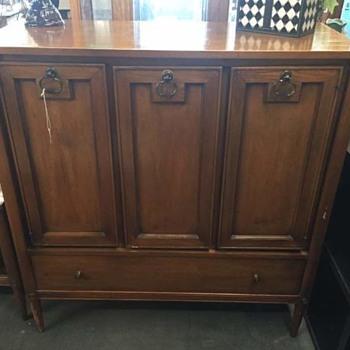 Need help with ID - Furniture