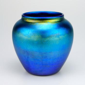 ***Rare (honestly) Luster Art Glass Vase, signed - Art Glass