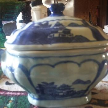 blue oriental tureen - China and Dinnerware