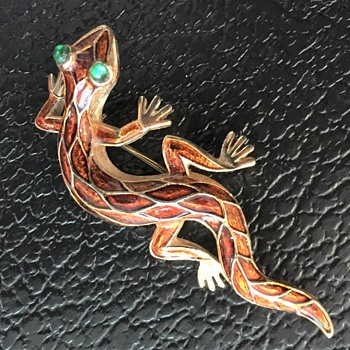 Trifari L'Orient Enamel Lizard Brooch - Costume Jewelry