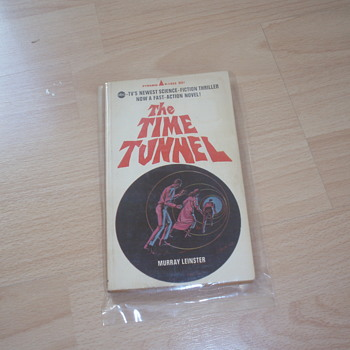 THE TIME TUNNEL 1966-67 - Books