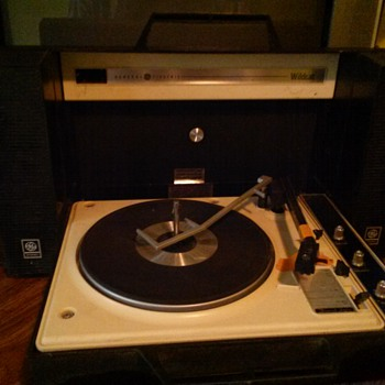 General Electric Record Player