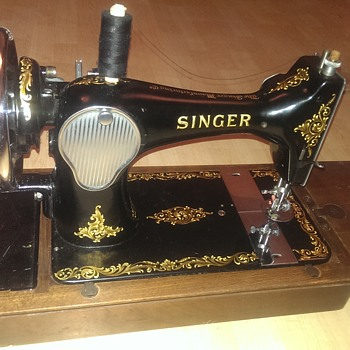 Singer sewing machine 1956 Issue No:12 128k A condition
